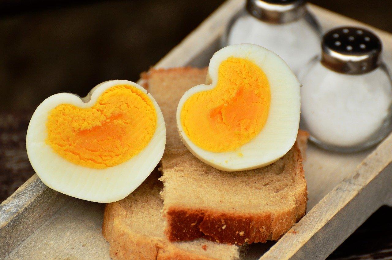 Quante uova dovremmo mangiare a settimana? Risponde la scienza